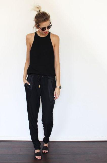 calça pijama preta com chinelo