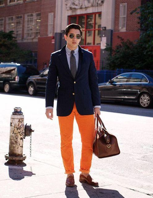 calça colorida com blazer