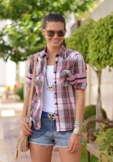 camisa xadrez feminina com shorts jeans
