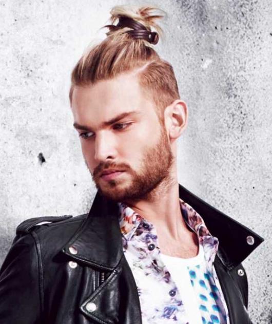 Modelo alto para ficar bem destacado no penteado