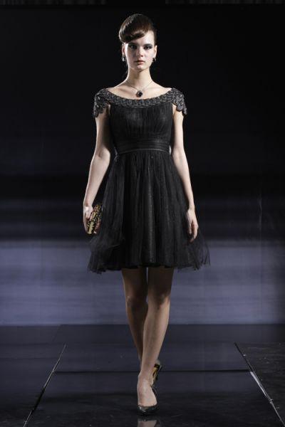vestido de festa preto com decote canoa