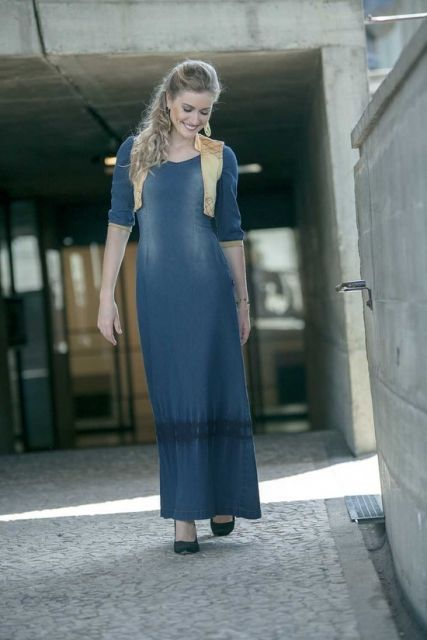 vestido jeans longo com sapato feminino