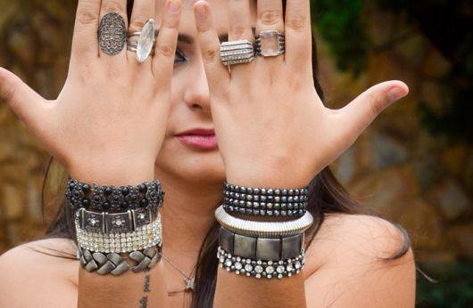 Mix de pulseiras: tendência que veio para ficar!