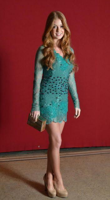looks da Marina Ruy Barbosa vestido curto azul