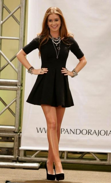 looks da Marina Ruy Barbosa vestido preto básico