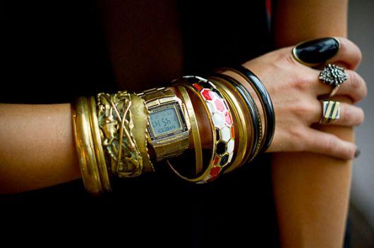 mix de pulseiras e braceletes