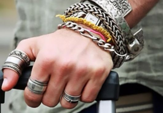 mix de pulseiras metalizadas