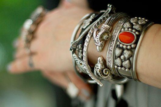 mix de pulseiras diferentes
