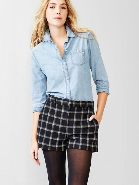 short de tecido com blusa jeans