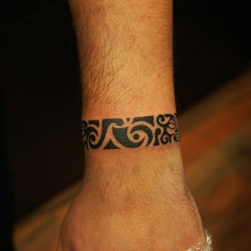 tatoo pequena masculina maori
