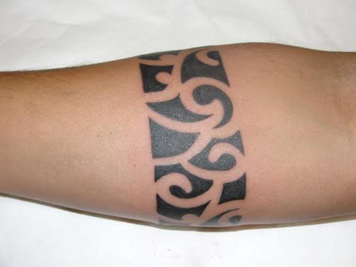 tatuagem maori braço