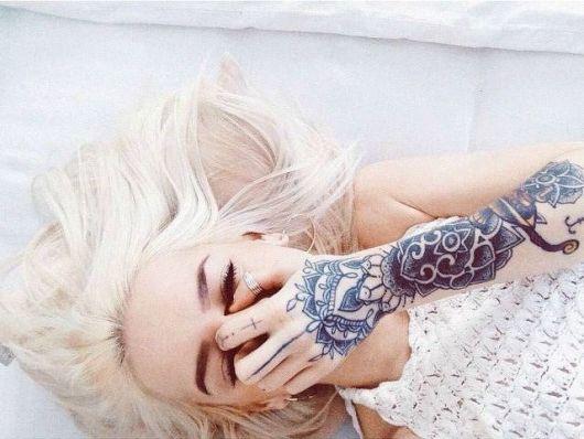 exemplo de tatuagens femininas no braço grandes