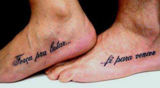 tatuagens masculinas pequenas escrita