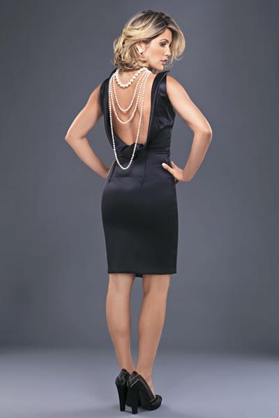 vestido com decote nas costas preto básico