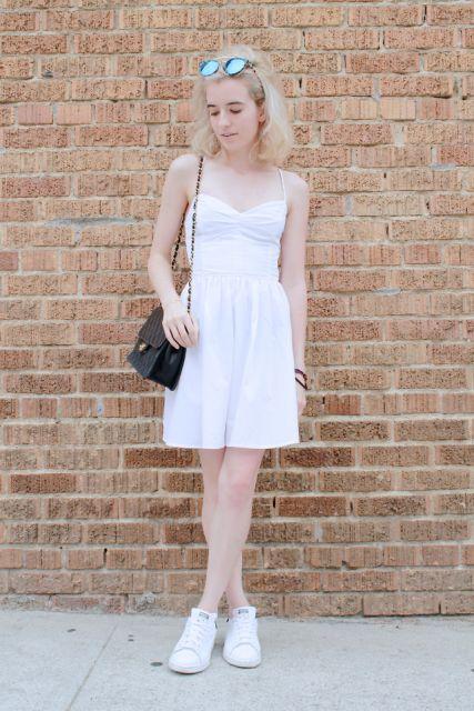vestido com tênis em look all white