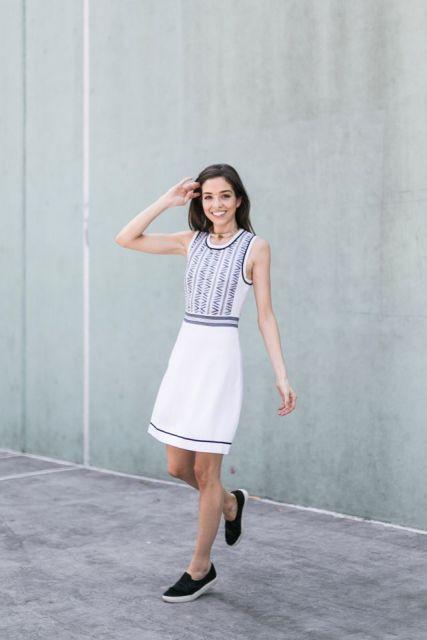 vestido com tênis looks para ir ao escritório