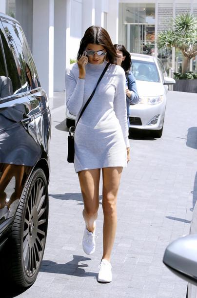 vestido com tênis look branco total