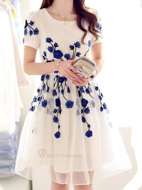 vestido com tule bordado azul