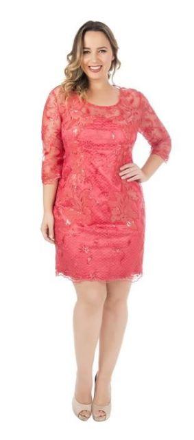 vestido com tule bordado plus size
