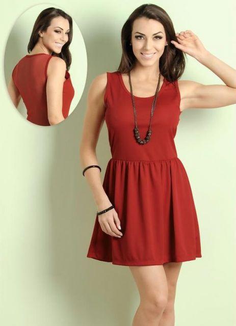 vestido com tule nas costas vermelho