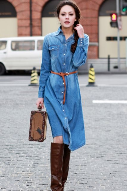vestido jeans longo com bota cano longo