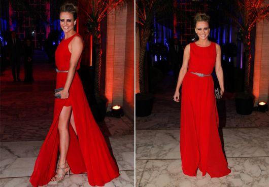 vestido longo com fenda atriz
