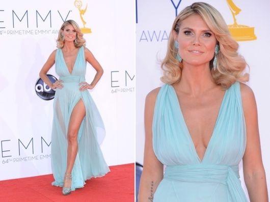 vestido longo com fenda azul claro
