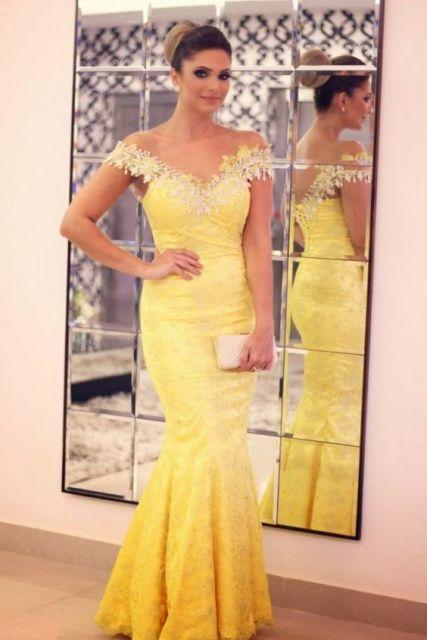 look vestido amarelo