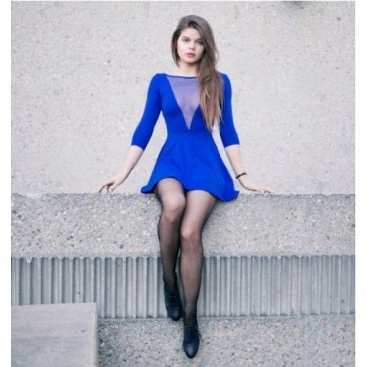 vestidos com transparência azul com decote V