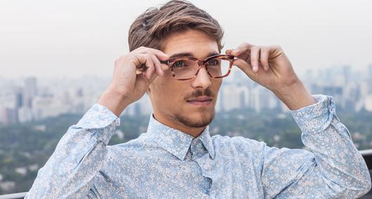 óculos de grau masculino triangular como usar