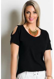 blusa ombro vazado com maxi colar