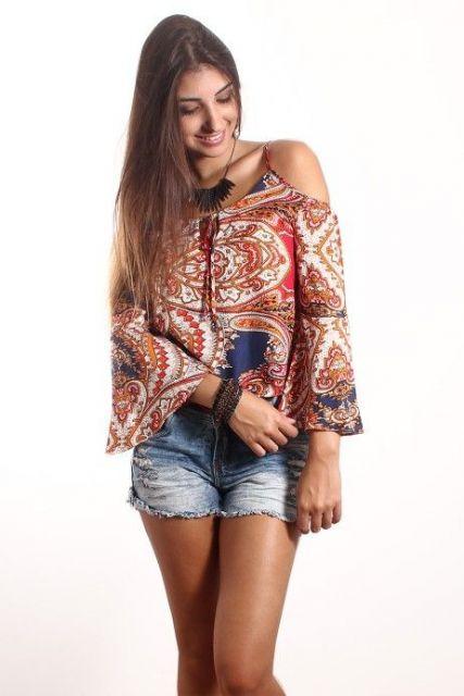 blusa ombro vazado modelo longo
