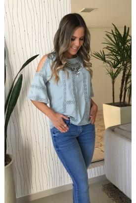 blusa ombro vazado azul jeans