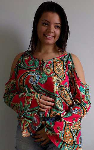 blusa ombro vazado com estampa cigana