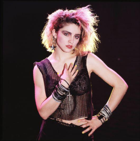 Roupas anos 80: Estilos, fantasias e 140 looks incríveis!