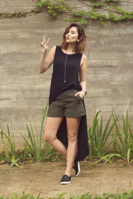 maxi tee com look shorts