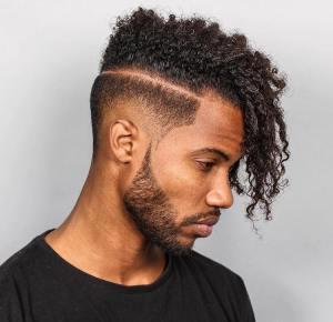 Esse corte também fica ótimo para quem tem cabelo crespo e encaracolado, uma opção incrível para dar um plus no estilo