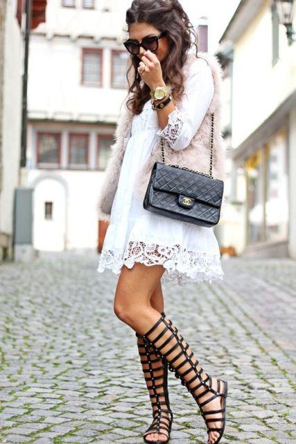 vestido com colete de pelo