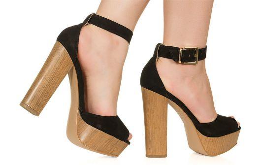 salto madeira em sandália meia pata