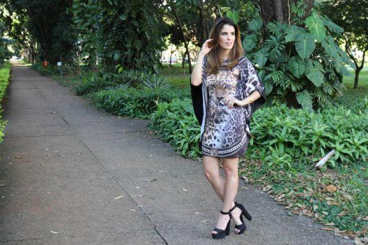 sandália meia pata com vestido casual