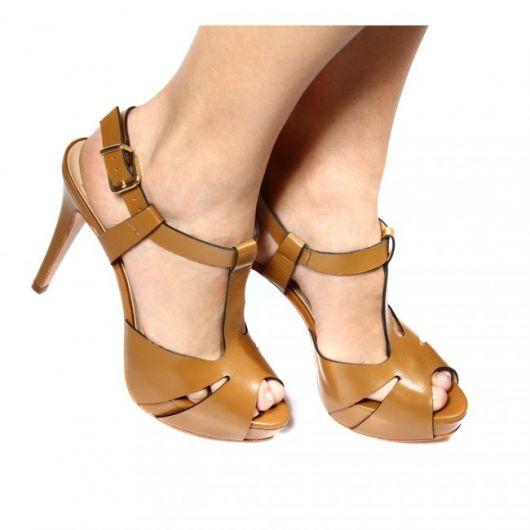 sandália meia pata marrom de couro