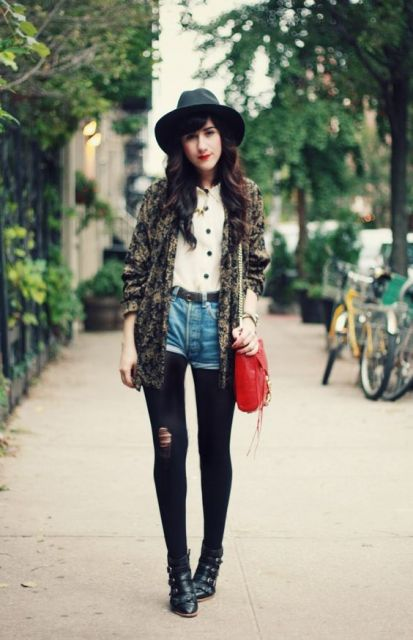 short hot pants jeans com meia calça