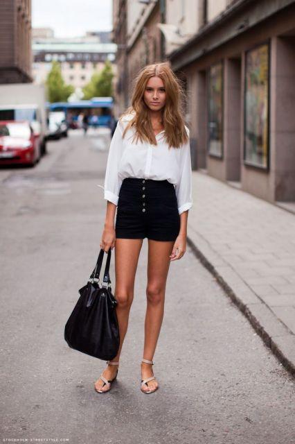 short hot pants preto de botões