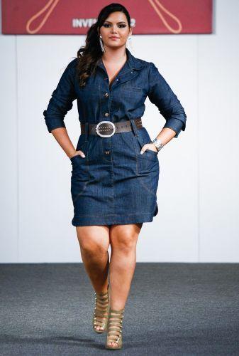 vestido jeans plus size com cinto