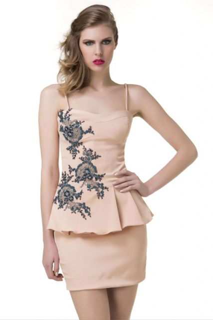 vestido peplum com bordado