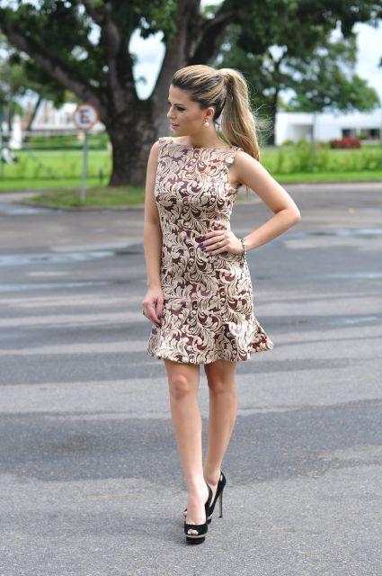 vestido peplum com renda