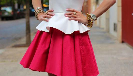 vestido peplum rosa e branco