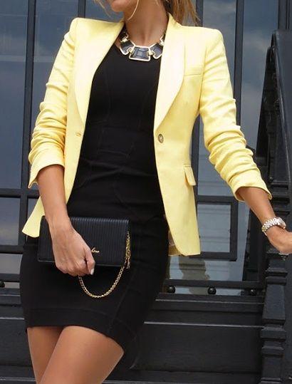 vestido tubinho preto com blazer amarelo