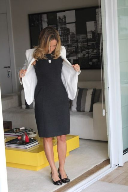vestido tubinho preto com blazer