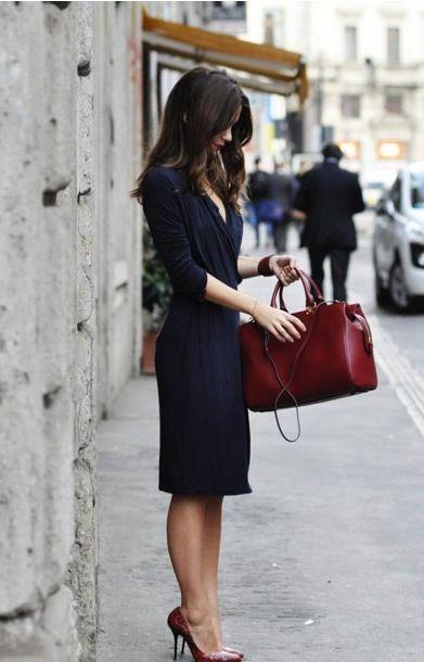vestido tubinho preto com bolsa grande